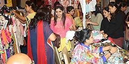 Indian-cloth-vendor